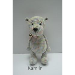 Háčkovaný medvídek duhový - růžová mašlička