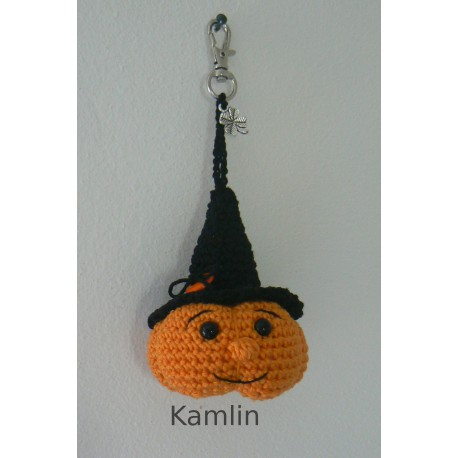 Háčkovaný přívěsek - halloweenská dýně